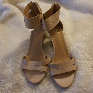 NY&C nude sandals size 8 back zip ankle strap